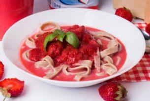 Truskawkowa zupa z kluskami (bezglutenowa)