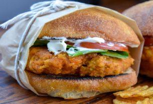 """Chicken burger"" z jackfuita"
