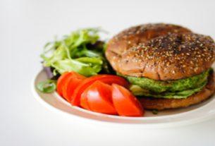 Wegańskie burgery z bobu