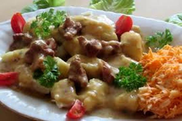 """Ziemniaki z sosem """"mięsnym"""""""