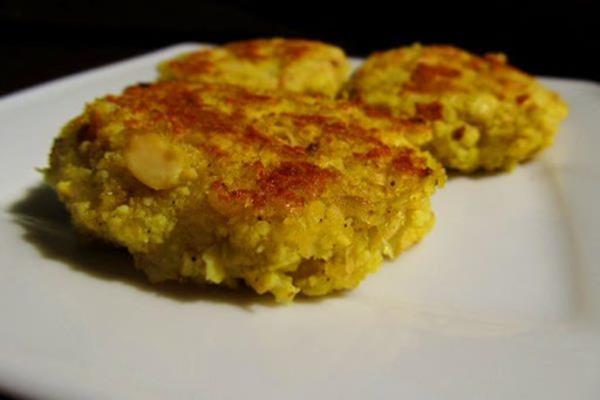 Wegańska pieczeń z okary sojowej, buraków i glutenu